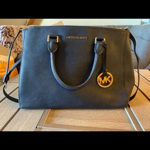 EUC Michael Kors Large Sutton Body Purse